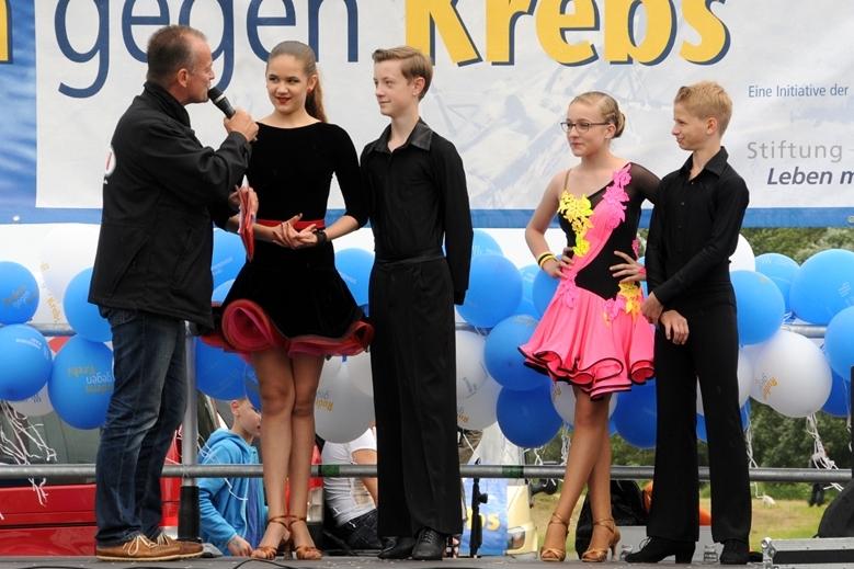 Und auch die beiden Tanzpaare der Tanzschule Diefert, hier im Interview mit Radio SAW-Moderater Ted Stanetzky, sorgten für beste Unterhaltung.
